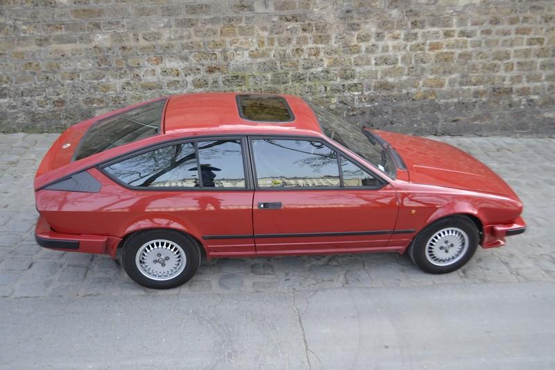 Alfetta coupé GTV 2000 rouge 1986